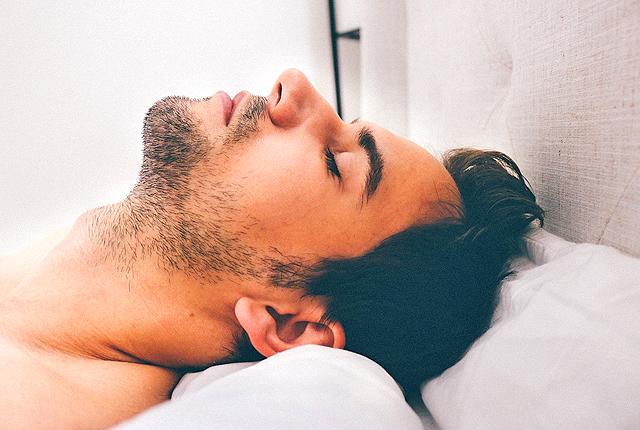 風邪を早く治す方法は飲んで食べず動かず寝てること!