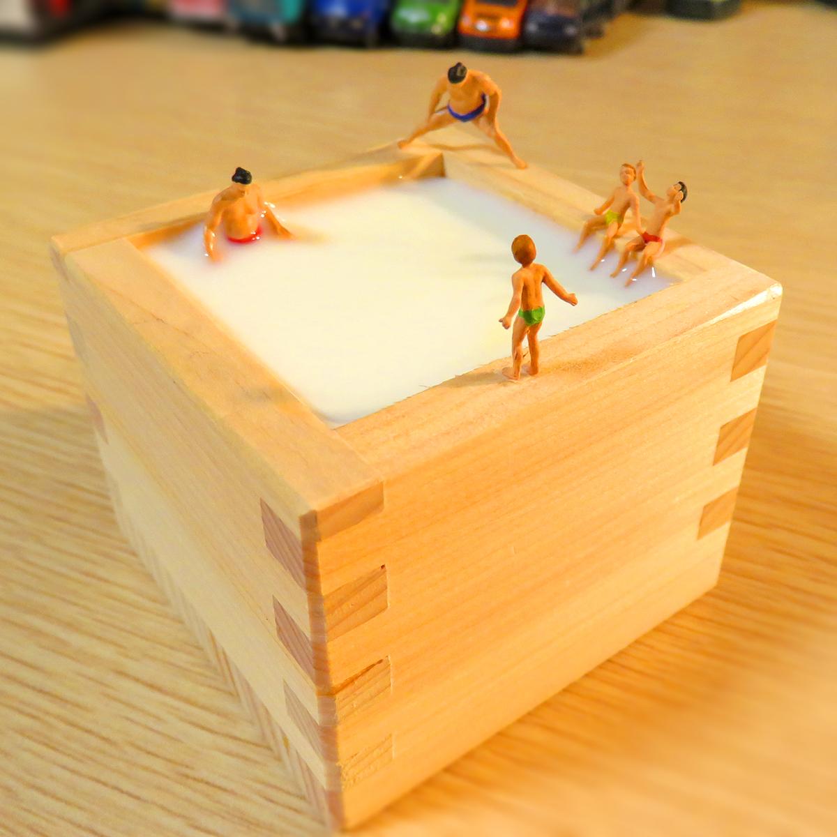 10月10日は銭湯の日!升ミルク風呂に浸かるお相撲さんと子供たち