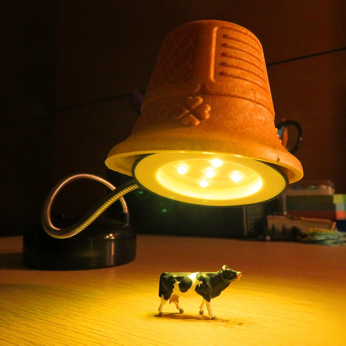 6月24日はUFOの日!アダムスキー型のアイスクリームコーンカップUFOに連れ去られる牛
