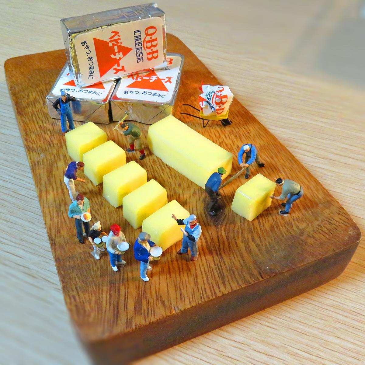 行列のできるQBBベビーチーズ工場