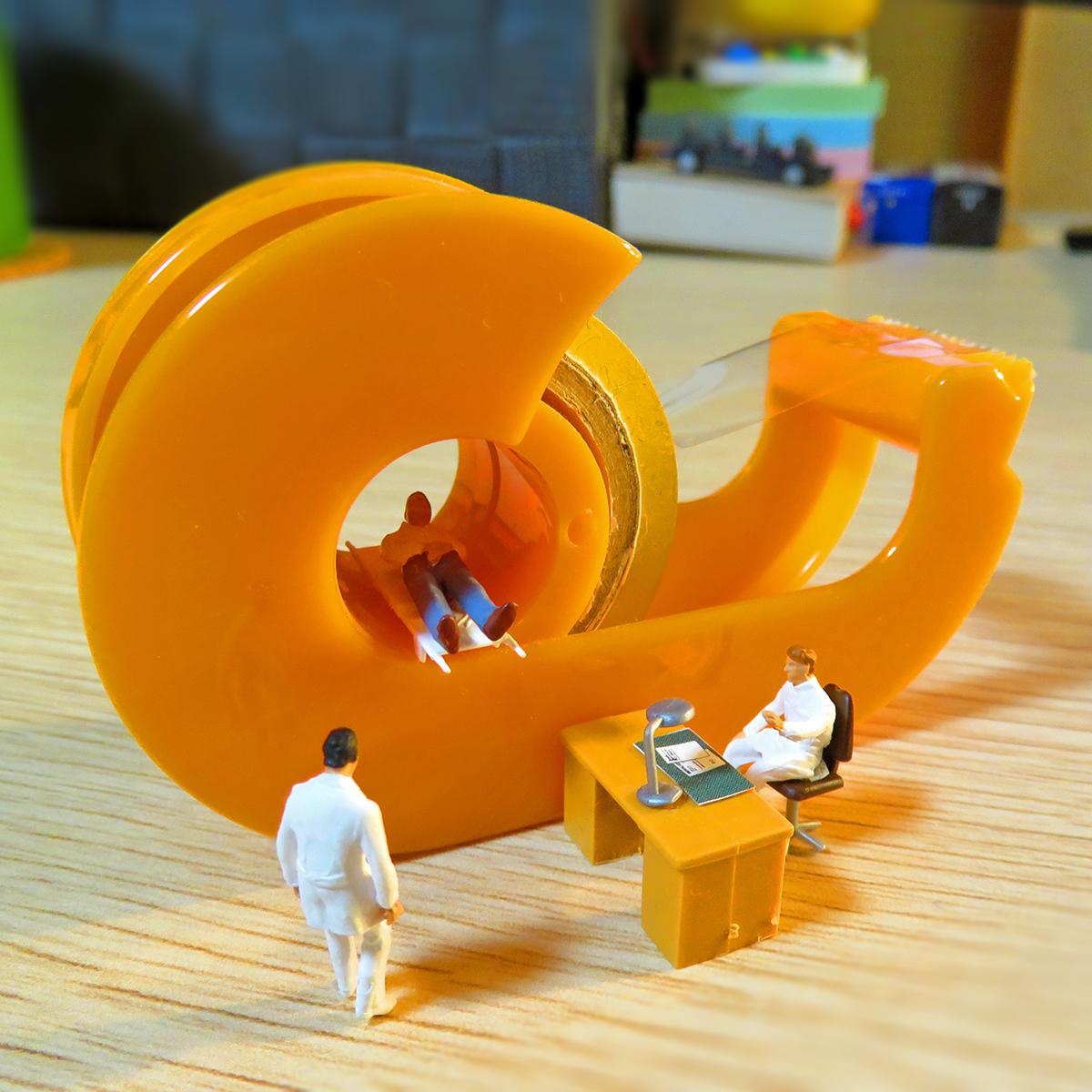 7月12日は人間ドックの日!セロハンテープMRIで検査する人と医師