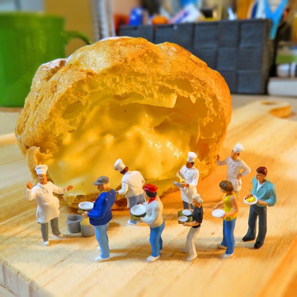 9月6日は生クリームの日!巨大シュークリームが食べたくて行列になる人達