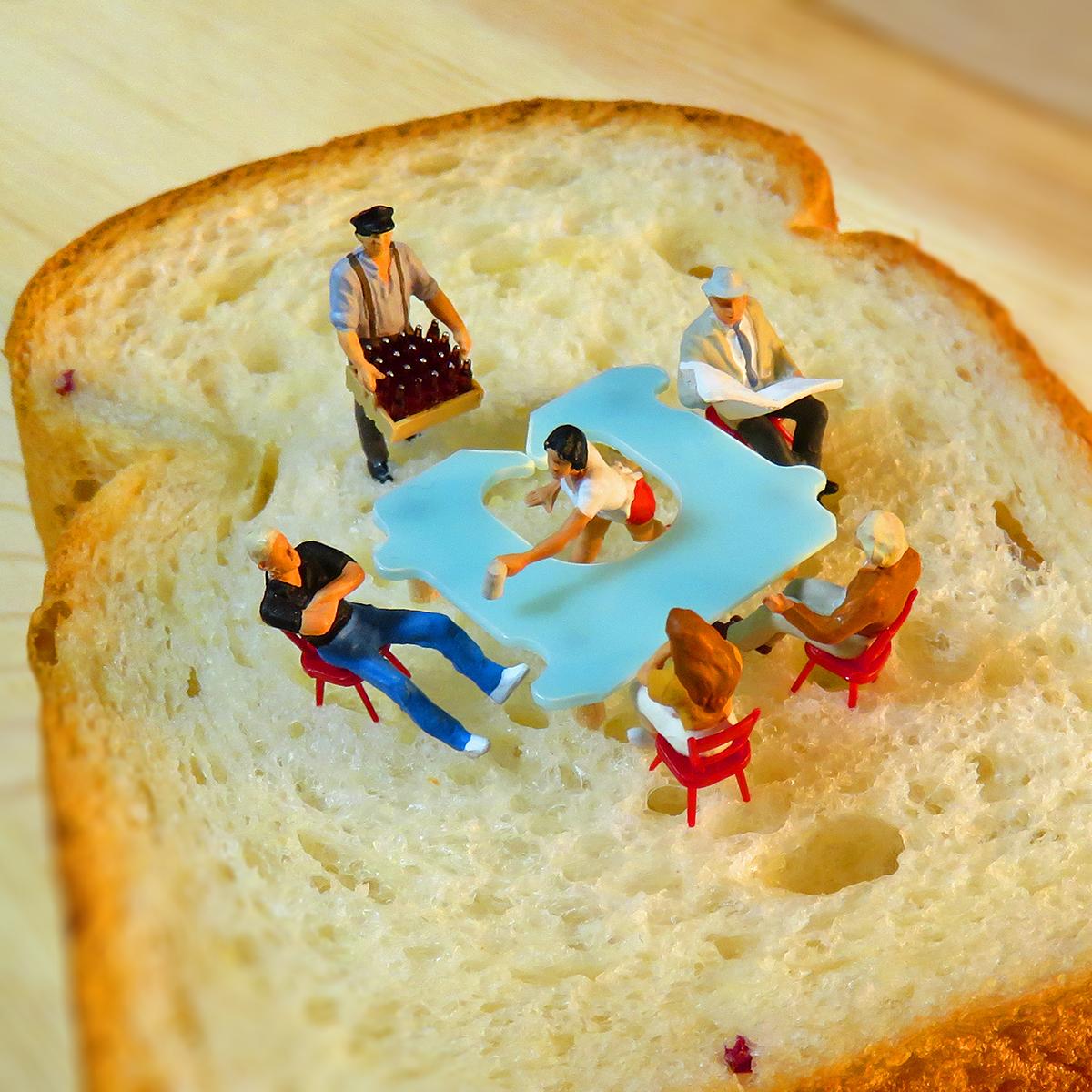 食パン喫茶店とバッグクロージャーでブレイクタイムする人達