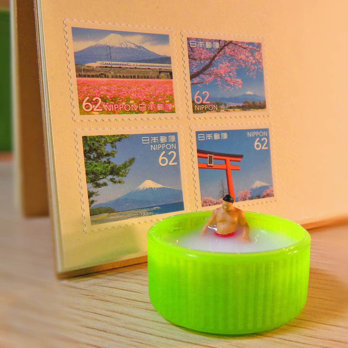 10月10日は銭湯の日!ペットボトル銭湯のキャップ湯船に浸かるお相撲さん