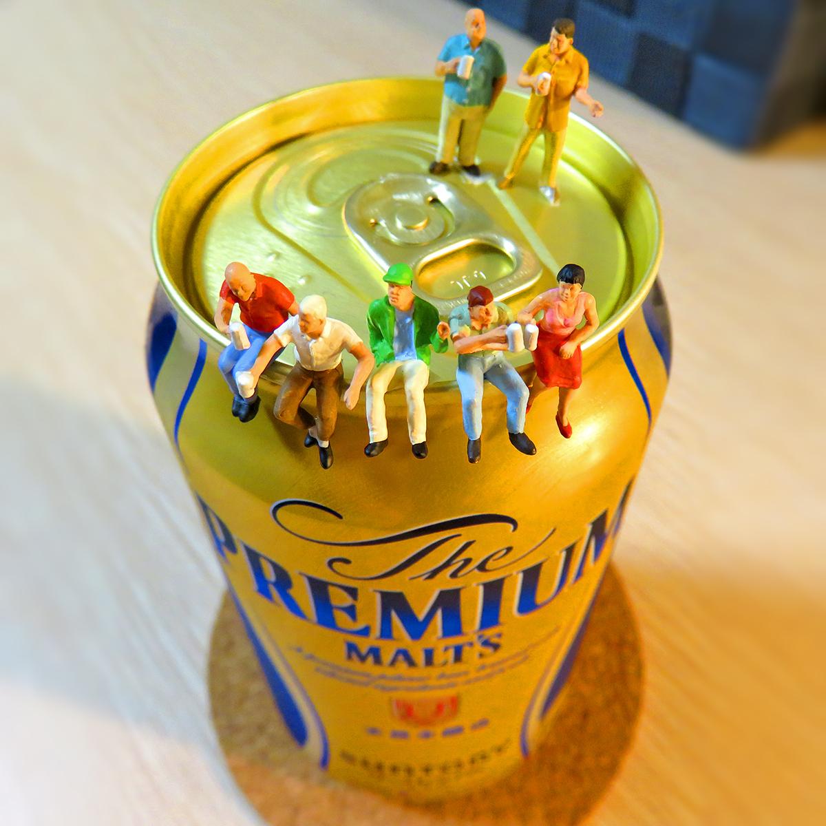3月31日はプレミアムフライデー!15時に会社を退社してプレミアムモルツビールを飲む会社員たち