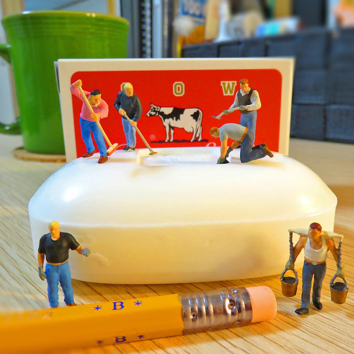 石鹸を作る小さな作業員たち
