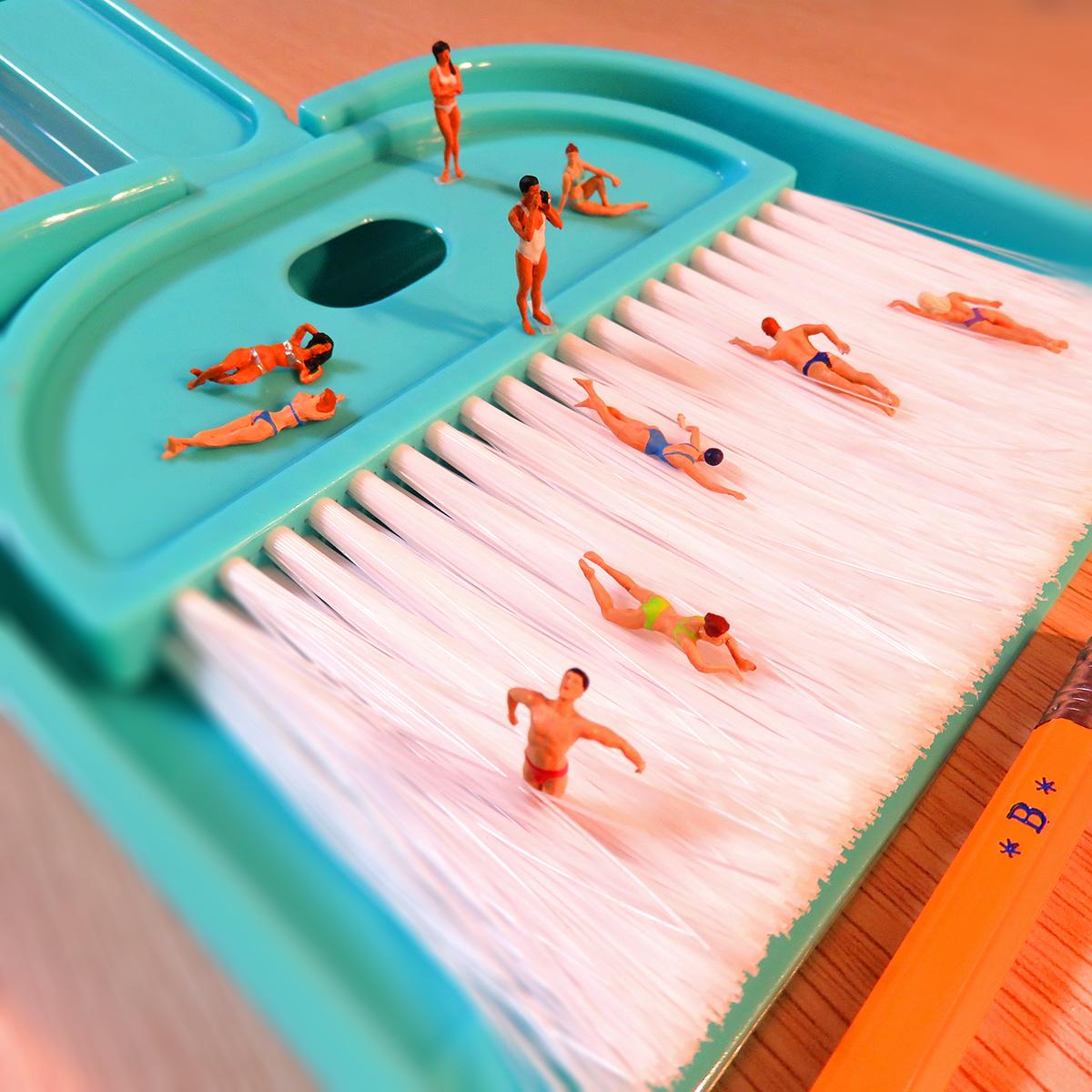 激流プールを泳いで楽しむ人達